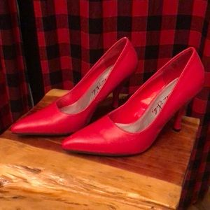Romantic Soles MTEMILY red pumps 6.5